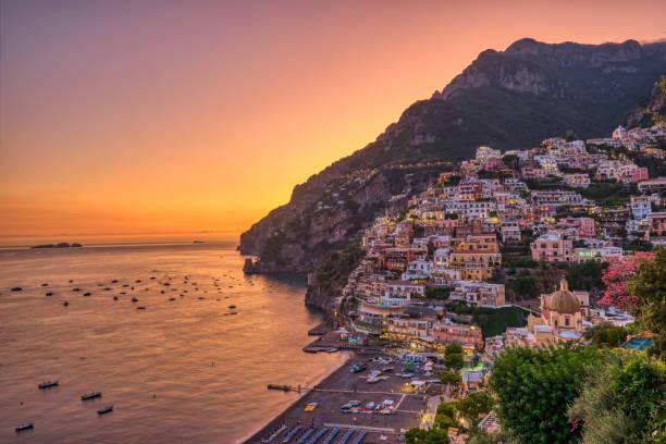 Das berühmte Dorf Positano an der italienischen Amalfiküste – Foto