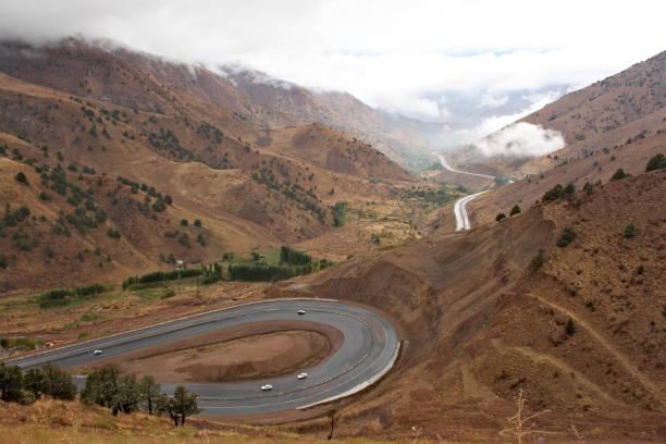 de vallei van fergana in oezbekistan - oezbekistan stockfoto's en -beelden