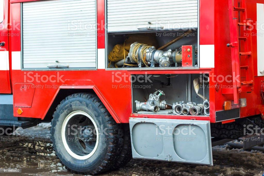 El Camión De Bomberos Es De Color Rojo Equipo De Incendio Y Rescate ...