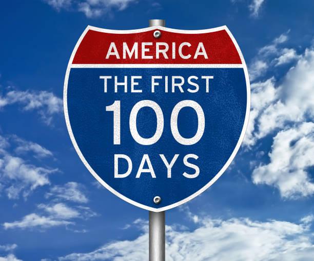 die ersten 100 tage - straßenschild - nummer 100 stock-fotos und bilder