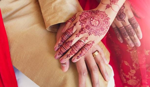 le premier jour du reste de nos vies - mariage musulman photos et images de collection