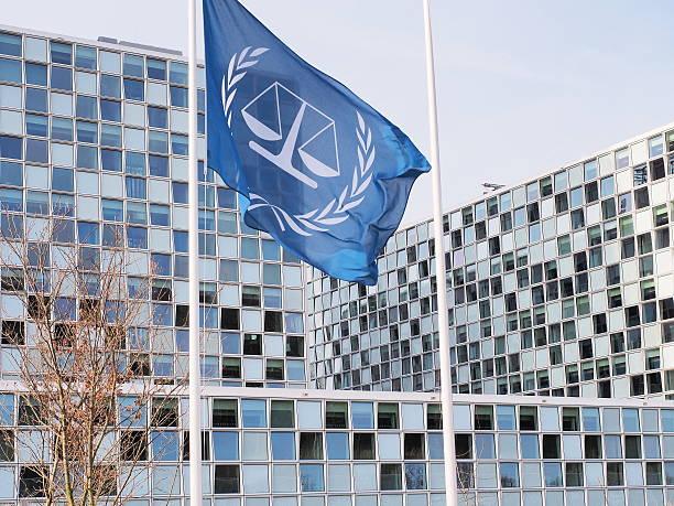 the flag and the new international criminal court - den haag stockfoto's en -beelden