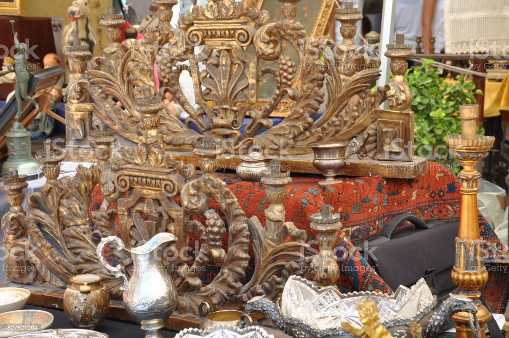 The flea market in Arezzo - foto stock