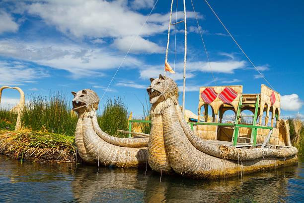 変動や観光の島々の湖チチカカ - タキーレ島 ストックフォトと画像