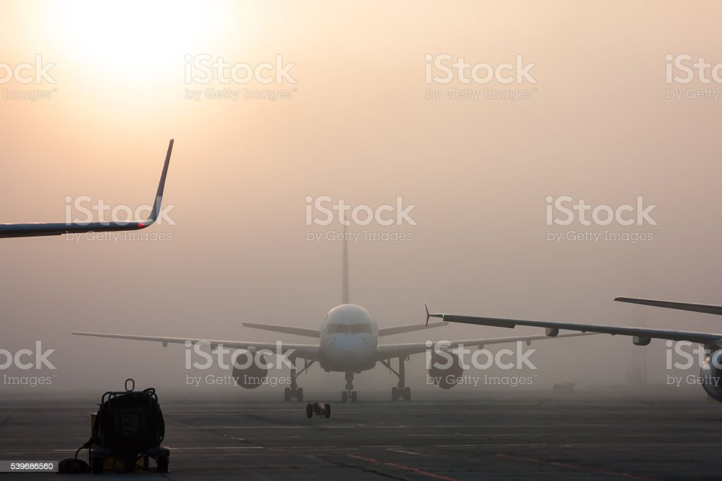 The fog on the airport apron стоковое фото