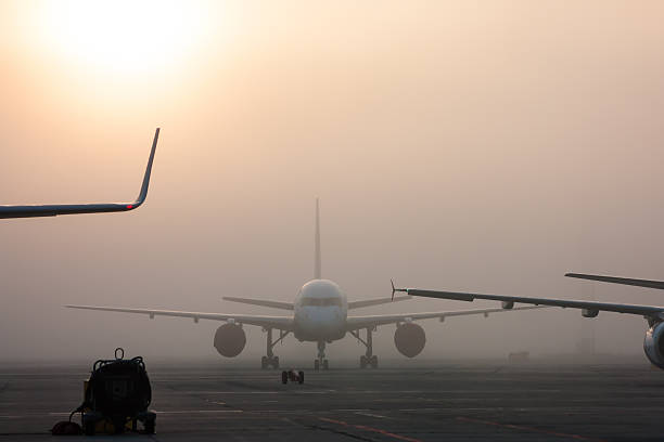 The fog on the airport apron – Foto