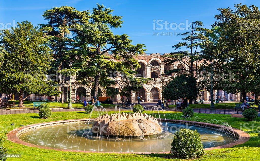 Der Brunnen auf der Piazza Bra-Verona, Italien – Foto