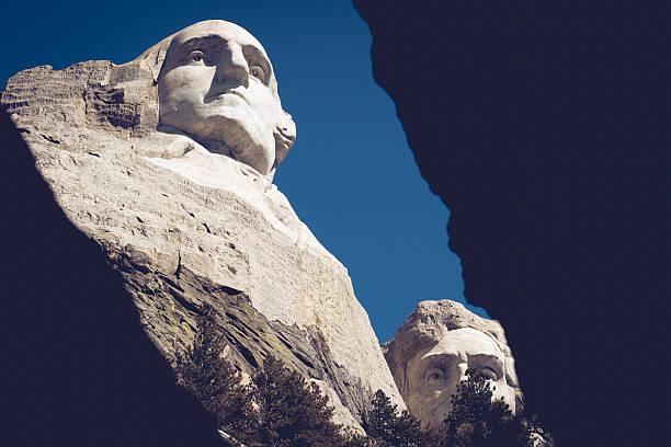 quatro presidentes no monte rushmore em dakota do sul - presidents day - fotografias e filmes do acervo