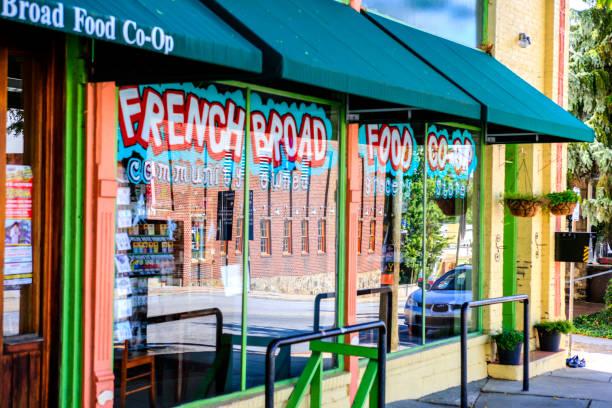 La tienda francesa amplio Food Co-op en el centro de Asheville Carolina del norte, Estados Unidos - foto de stock