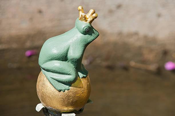 der frosch mit king-size-bett, oder bügeleisen heinrich [ ] brothers grimm - die brüder grimm stock-fotos und bilder