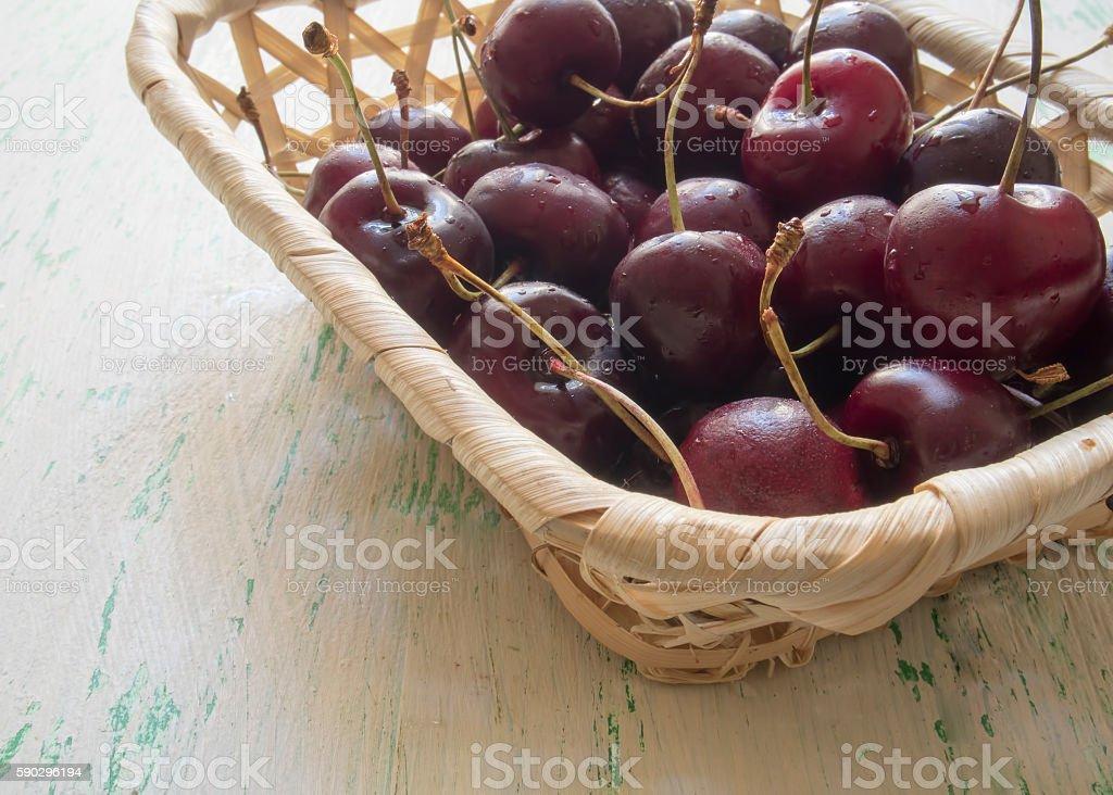 the fruits of the cherries lying in a wooden basket royaltyfri bildbanksbilder