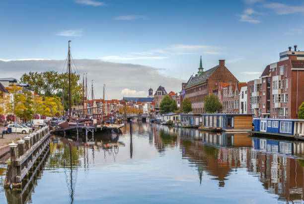 The Galgewater, Leiden, Netherlands The Galgewater is part of the Old Rhine in the Dutch city of Leiden, and also the name of the street in the center of Leiden along the water. leiden stock pictures, royalty-free photos & images