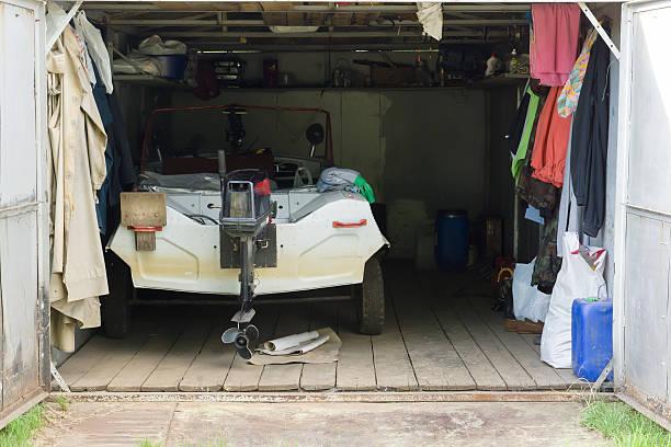the garage z silnikiem w Łodzi – zdjęcie