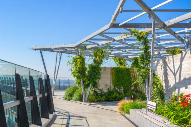 the garden at 120, ein öffentlicher dachgarten in der stadt london - dachgarten stock-fotos und bilder