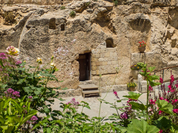 The Garden Tomb, rock tomb in Jerusalem, Israel The Garden Tomb, entrance to the tomb cut into the rock. The Garden Tomb, site of pilgrimage, rock tomb outside the walls of the Old City of Jerusalem, Israel tomb stock pictures, royalty-free photos & images