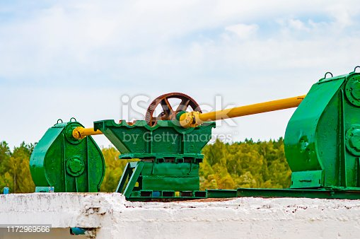The gear is part of the lifting mechanism of the old dam.