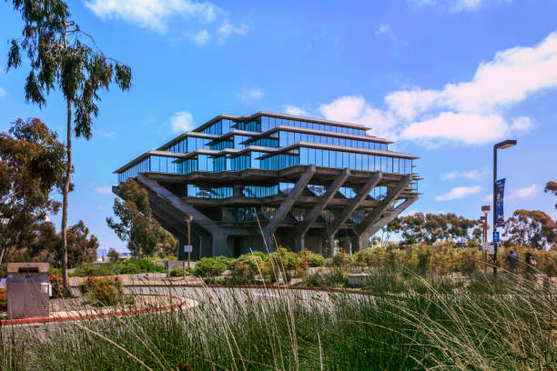 The Geisel Library on Gilman Drive in the campus of the University of California, San Diego (UCSD). La Jolla, California, USA - April 3, 2017: The Geisel Library on Gilman Drive in the campus of the University of California, San Diego (UCSD). ucla stock pictures, royalty-free photos & images