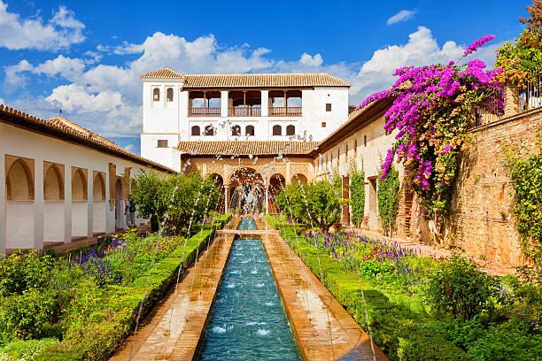 、ヘネラリフェのアルハンブラデグラナダ - スペイン グラナダ ストックフォトと画像
