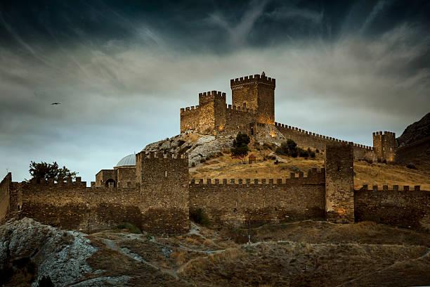 the генуэзский средневековая крепость в sudak, крым - средневековье стоковые фото и изображения