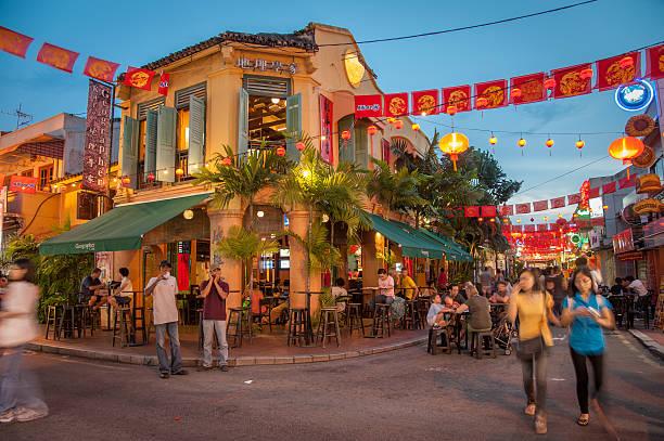 the geographer cafe in malacca - malakka staat stockfoto's en -beelden