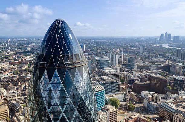 Die Gherkin Wolkenkratzer in finanziellen Bezirk von London City – Foto