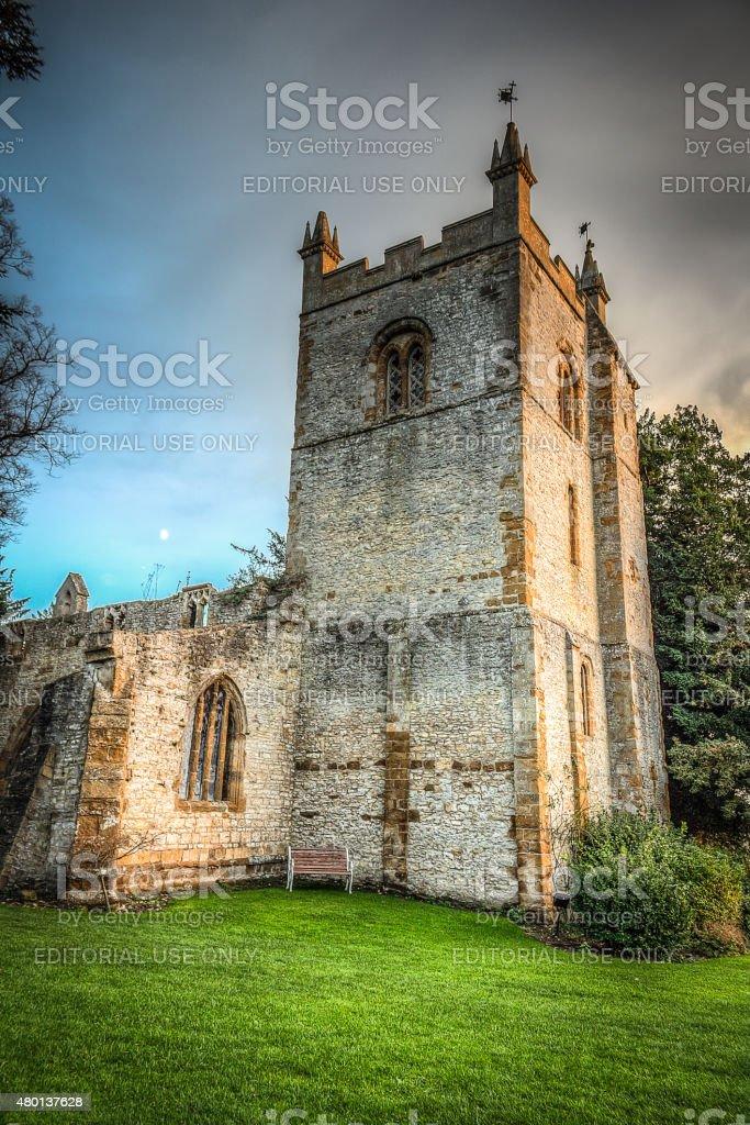 El ghostly derelict restos de Holly iglesia de la trinidad, Ettington, Reino Unido - foto de stock
