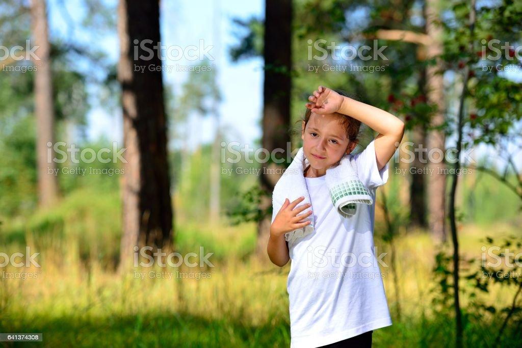 The girl has a rest after a short jog in the woods Стоковые фото Стоковая фотография