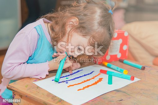 istock The girl learns to draw. 821554934