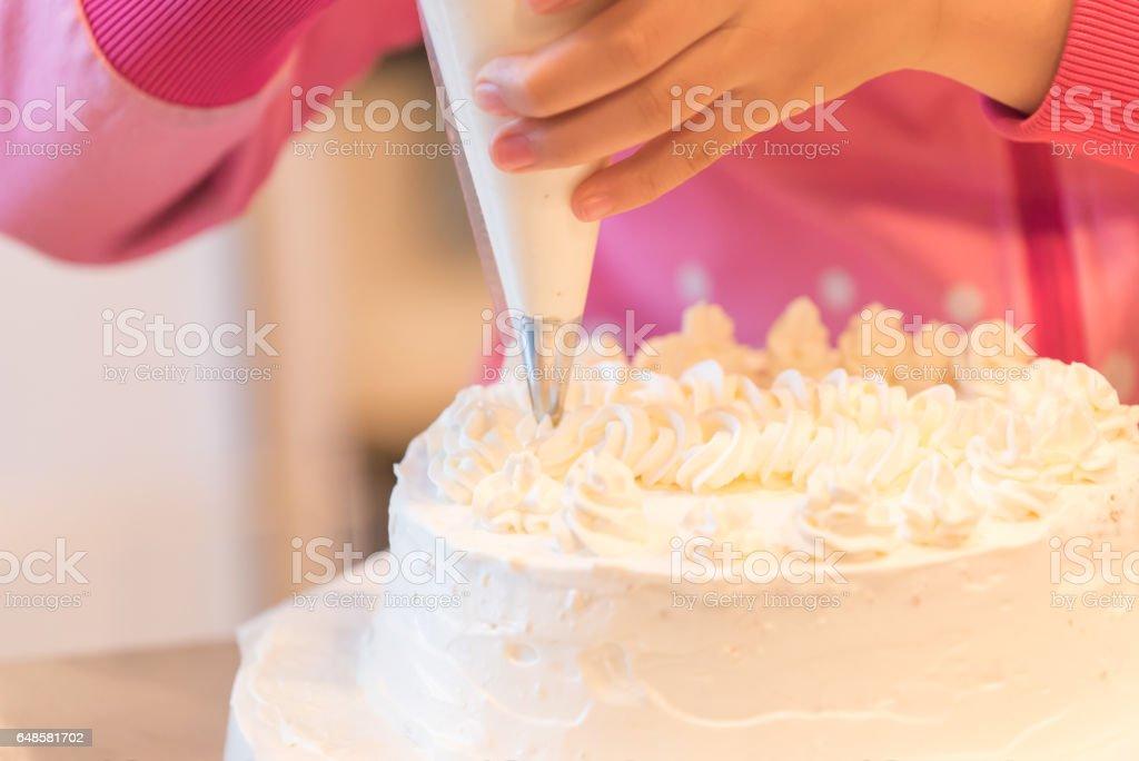 Kuchen Dekorieren Bilder Und Stockfotos Istock