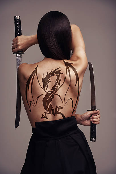 the girl with the dragon tattoo - ninja krieger stock-fotos und bilder