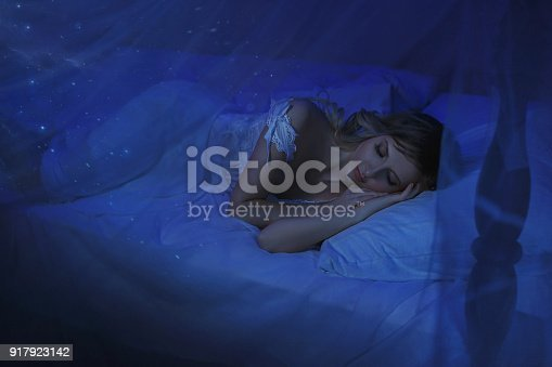 istock The girl woke up on Christmas night and in her room a miracle turned, magic turned her into a fairy princess. 917923142