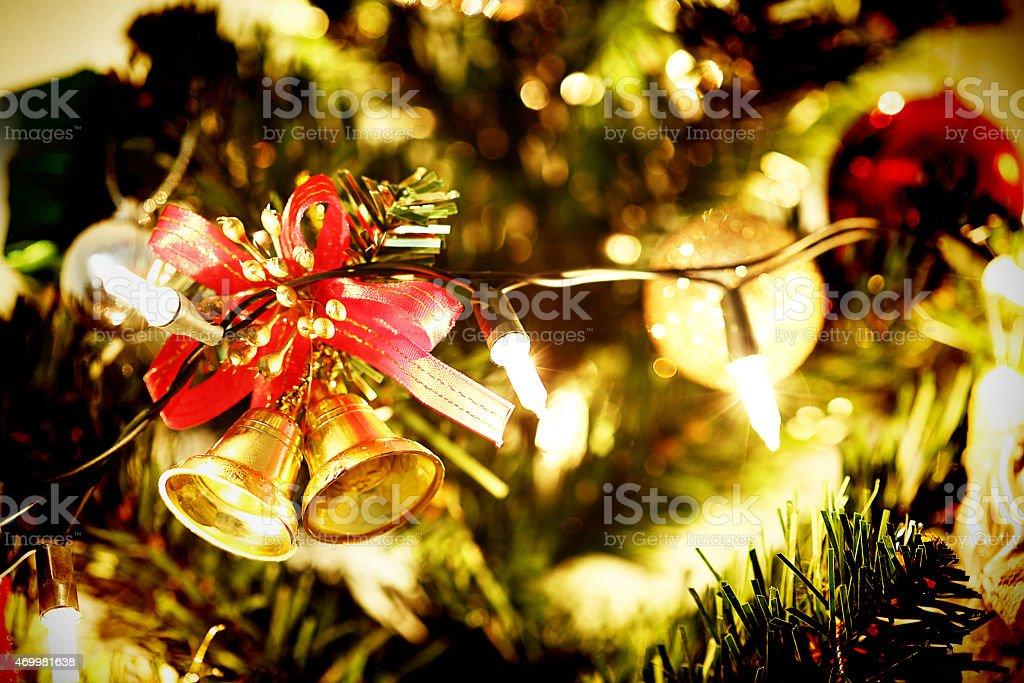 Der Gold Bell Schmucken Weihnachtsbaum Feier Auf Stockfoto
