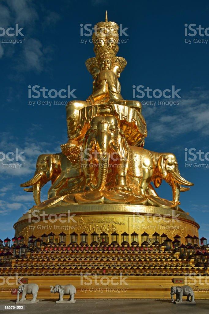 La estatua de oro de diez partido Samantabhadra Bodhisattva - foto de stock