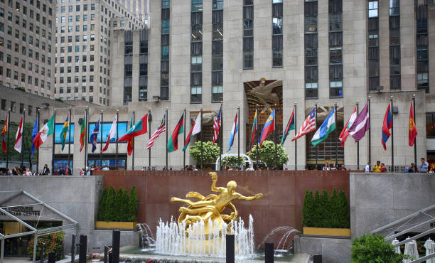 Die goldene Prometheus-Statue (der antike griechische Gott Prometheus) im Rockefeller Center – Foto