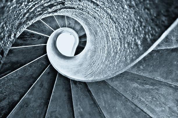 золотой раздел соотношение спираль staircae - golden ratio стоковые фото и изображения
