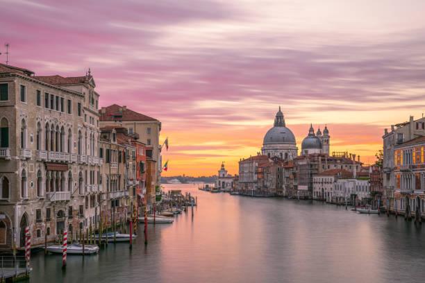 el amanecer del gran canal, venecia - venecia fotografías e imágenes de stock