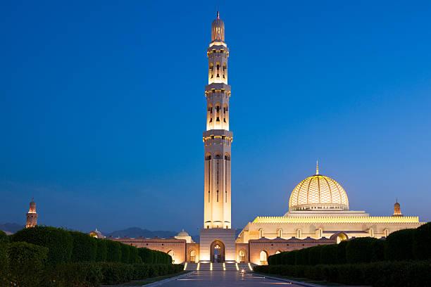die große moschee sultan qaboos oman - maskat stock-fotos und bilder