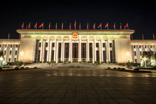 天安門広場の東側に位置し、夜に人の大広間 - 共産主義 ストックフォトと画像