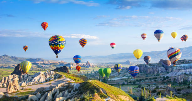 the great tourist attraction of cappadocia - balloon flight. cappadocia is known around the world as one of the best places to fly with hot air balloons. goreme, cappadocia, turkey - турция стоковые фото и изображения