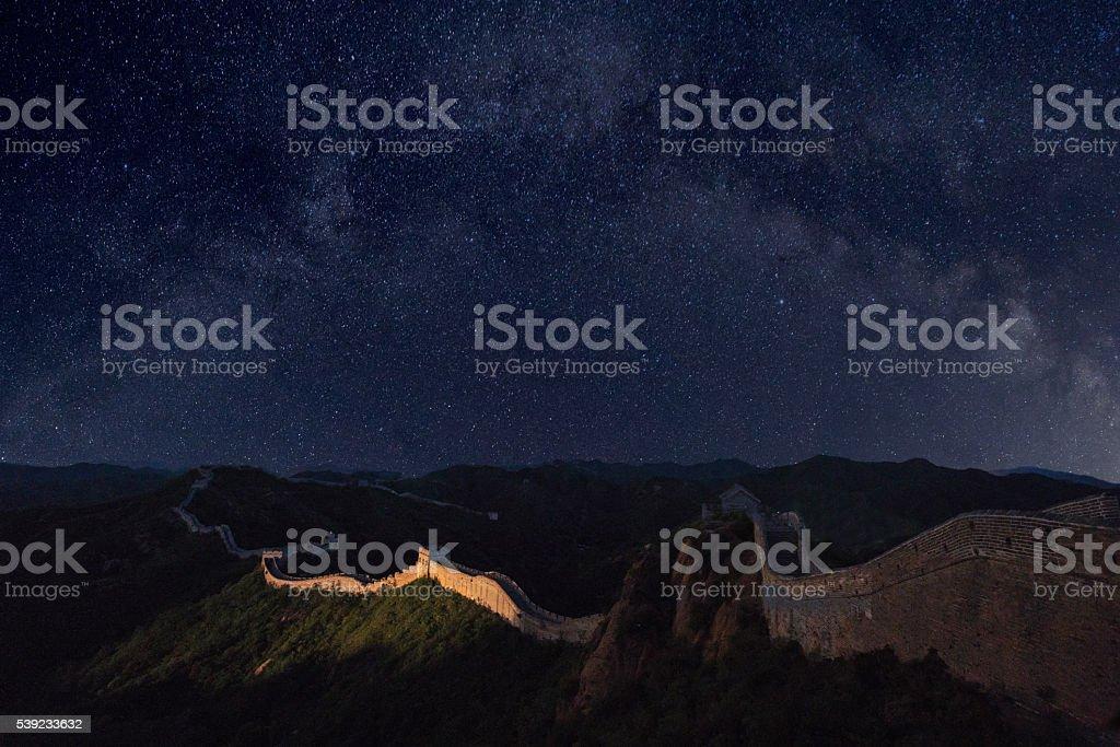 Gran muralla y el increíble de la Via Láctea foto de stock libre de derechos