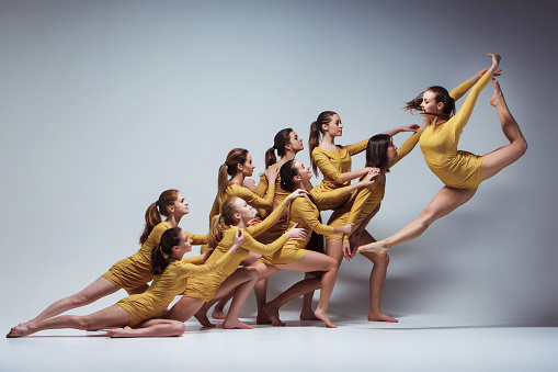 istock The group of modern ballet dancers 511309540