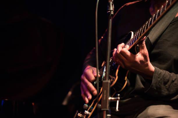 der gitarrist - soul, jazz und funk - blues stock-fotos und bilder