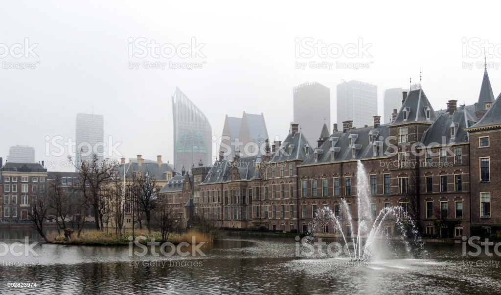 The Hague skyline and skyscrapers seen from Gedenkzuil Buitenhof - Foto stock royalty-free di Acqua