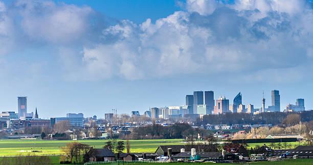 the hague skyline - den haag stockfoto's en -beelden