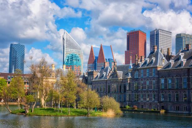 Den Haag Binnenhof Gebäude und das Hofvijver – Foto