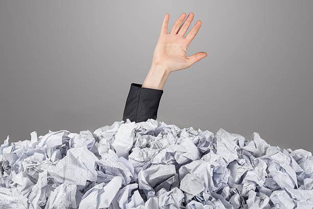 the hand reaches out from big heap of crumpled papers - gömülü stok fotoğraflar ve resimler