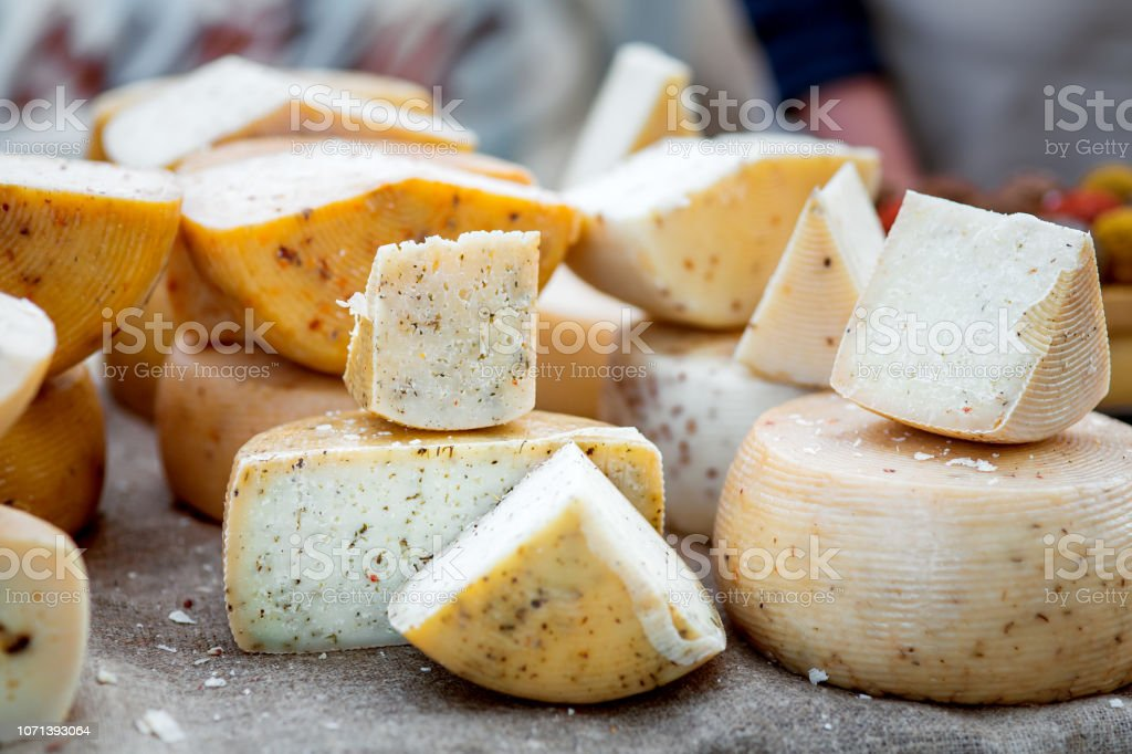 the Hard varieties of goat cheese. - Стоковые фото Без людей роялти-фри