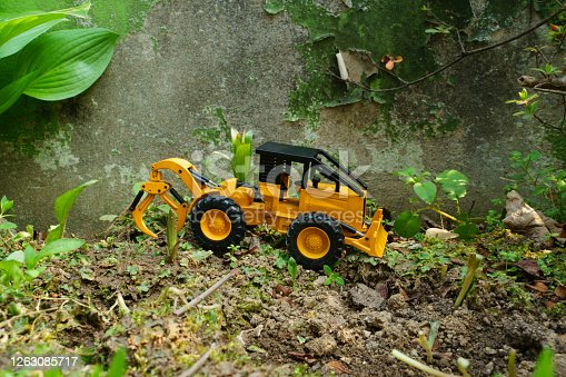 A toy truck that fills slit walls and weeds and needs repairs.