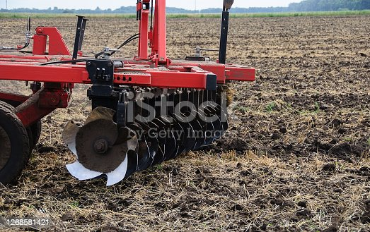 Agricultural machinery for processing of the soil in the field