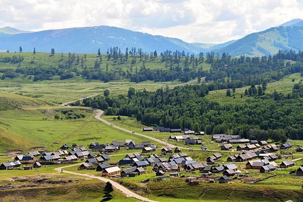 the hemu village in xinjiang,china - państwowy rezerwat przyrody altay zdjęcia i obrazy z banku zdjęć